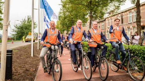 A avenue full of bottlenecks, Dutch cycle direction is made from plastic waste